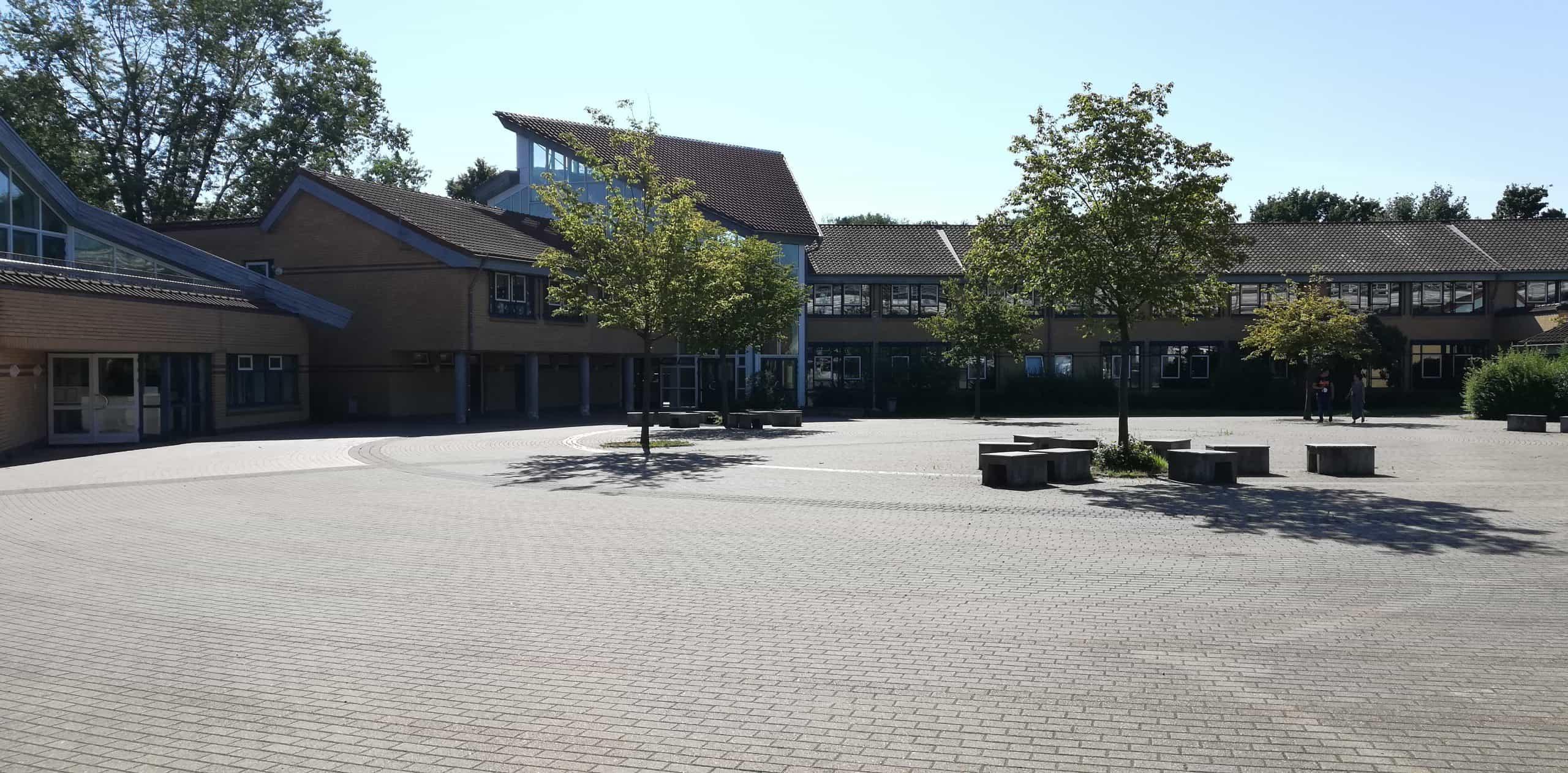 Das Bild zeigt die Comnius Gesamtschule in Voerde