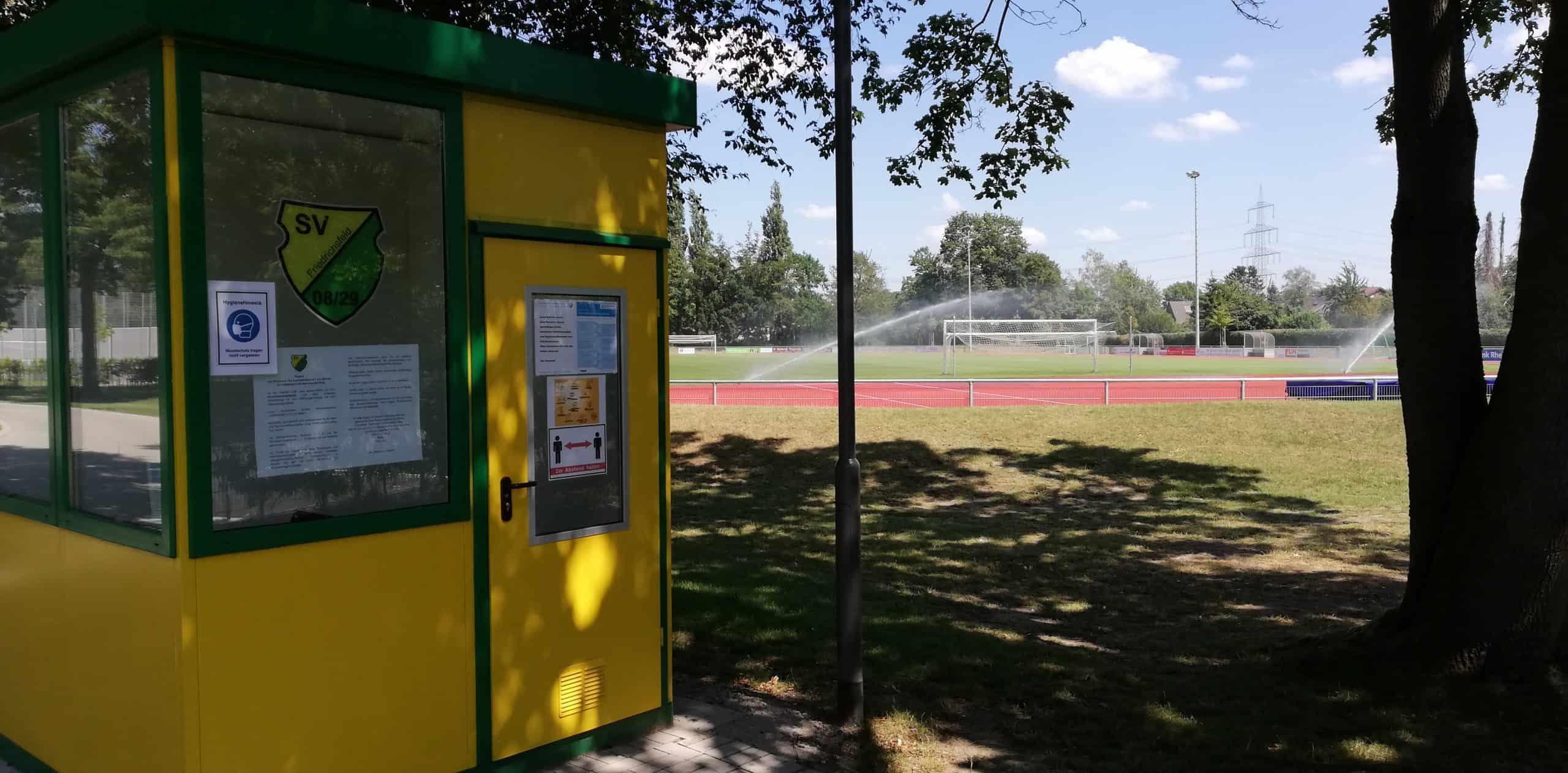 Das Bild zeigt den Sportplatz Friedrichsfeld