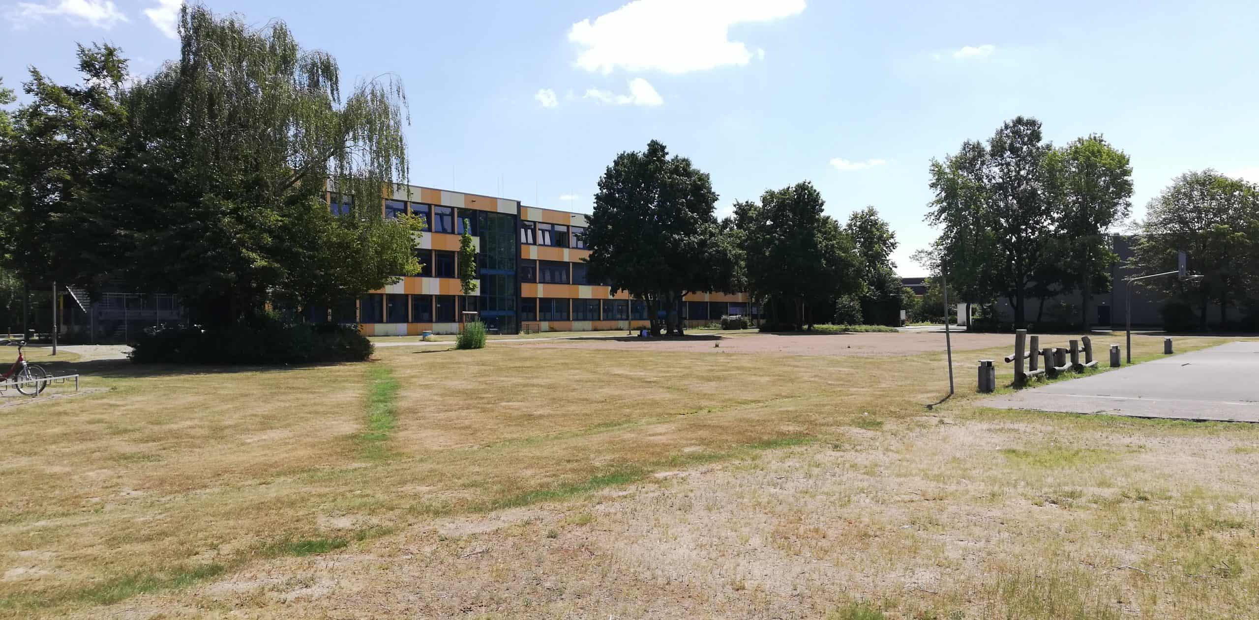 Das Bild zeigt das Gymnasium in Voerde-Friedrichsfeld