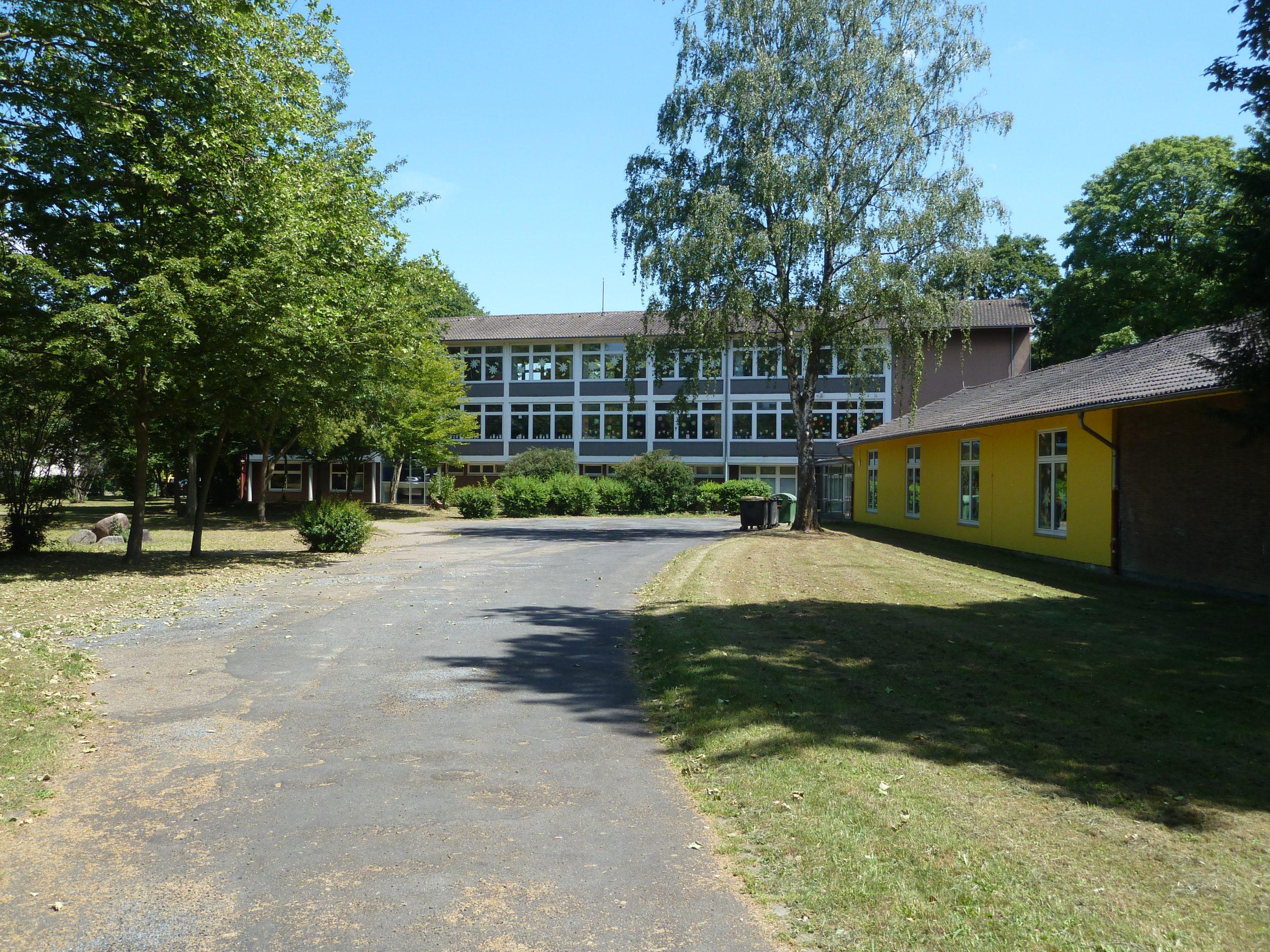 Das Bild zeigt die Regenbogenschule Möllen
