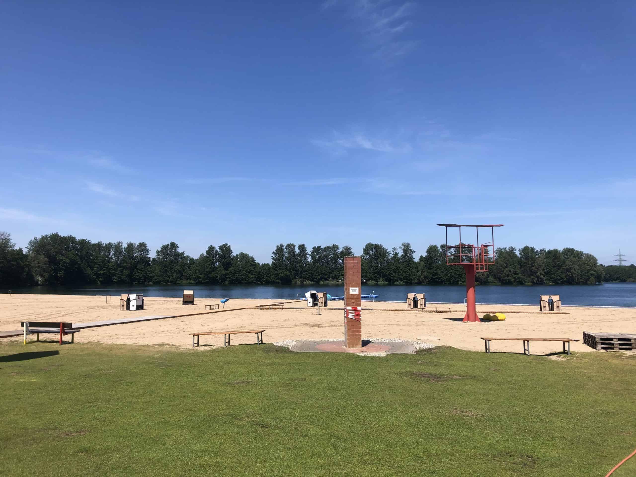 Das Bild zeigt das Strandbad Tenderingssee