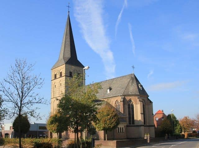 Das Bild zeigt die katholische Pfarrkirche sankt Peter in Voerde-Spellen