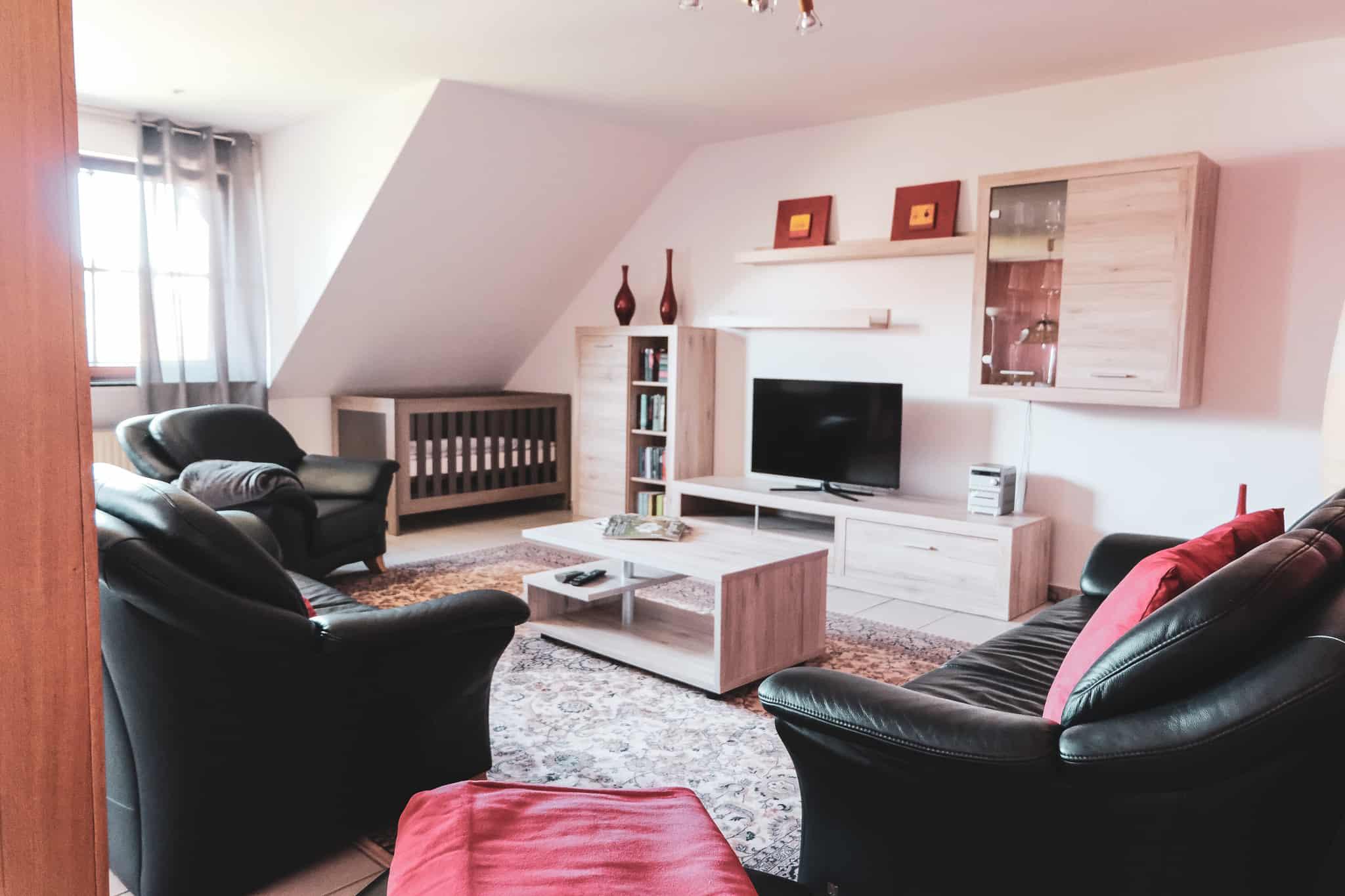Das Bild zeigt das Wohnzimmer der Ferienwohnung Löwe